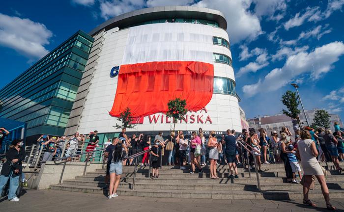 Wielka flaga uczci pamięć warszawskich powstańców